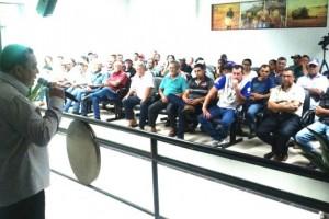 Foto: Dilermano Alves - Produtores rurais acompanham explanação sobre de projetos de piscicultura em palestra do coordenador de Pesca e Aquicultura em Mato Grosso do Sul, César Moura, em Caarapó
