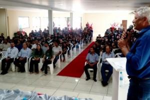 Foto: Dilermano Alves - Prefeito Mário Valério discursa no ato de formatura do Proerd, em Caarapó